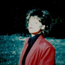 Mylène Farmer - Clip Plus Grandir - Photographe : Jean-Paul Dumas-Grillet -  Octobre 1985 - Cimetière de Saint-Denis