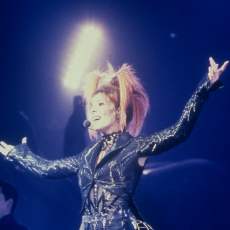 Mylène Farmer - Mylenium Tour - Optimistique-moi - Photographe : Claude Gassian