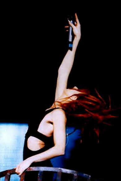 mylene-farmer-tour-1996-claude-gassian-1103