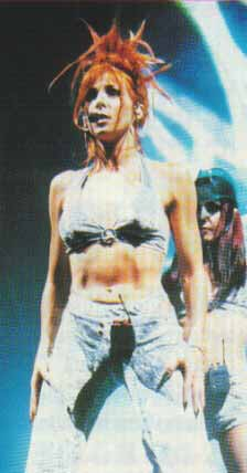 mylene-farmer-tour-1996-claude-gassian-206