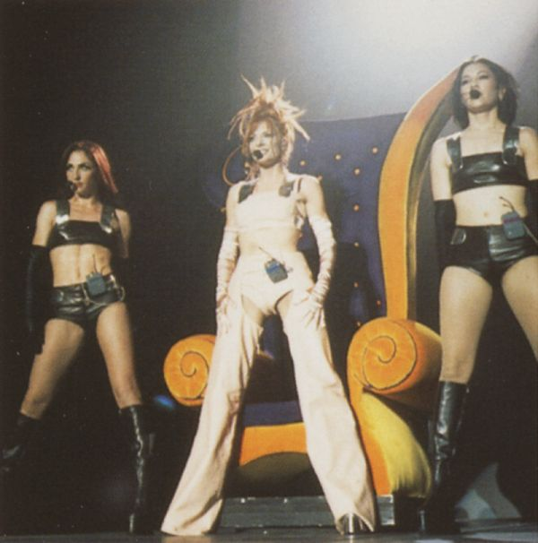 mylene-farmer-tour-1996-claude-gassian-401