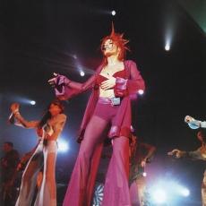 Mylène Farmer - Tour 1996 - Je t'aime mélancolie - Photographe : Claude Gassian