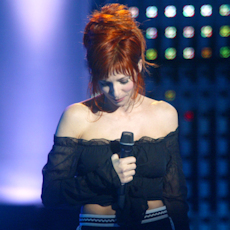 mylene-farmer_2003_nrj-music-awards_216