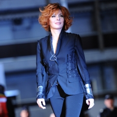 Mylene Farmer - NRJ Music Awards 2011 - Tapis Rouge - 22 janvier 2011
