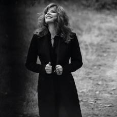 """Mylène Farmer - Photographe : Sylvie Lancrenon - 2015 - Première publication dans le magazine """"Gala"""" le 04 novembre 2015"""