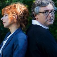 """Mylène Farmer et Michel Onfray  - Photographe : Sylvie Lancrenon - 2015 - Première publication dans le magazine """"Le Point"""" le 05 novembre 2015"""