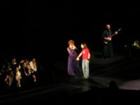 Mylène Farmer - Avant que l'ombre... à Bercy - 29 janvier 2006 - Fan sur scène