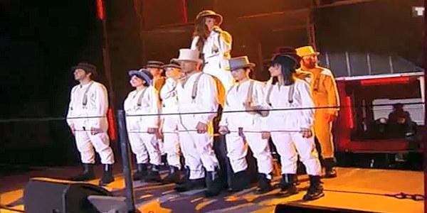 Les Enfoirés 2010 chantent XXL