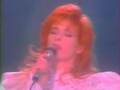 Mylène Farmer - Lahaye d'honneur - TF1 - 24 août 1988 - Capture