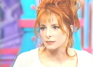 Mylène Farmer - Studio Gabriel - France 2 - 14 décembre 1995 - Capture